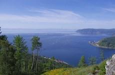 Nhóm kình ngư Nga cùng nhau chinh phục Hồ Baikal lạnh giá