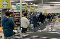 Người dân New Zealand đổ xô đi vơ vét hàng hóa khi COVID-19 quay lại