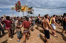 Hơn 10.000 người dân Pháp tổ chức tiệc tùng bất chấp dịch bệnh