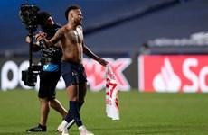 Neymar có thể vắng mặt tại chung kết C1 do...đổi áo đấu với đối thủ?