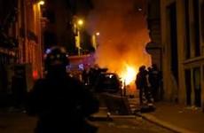 Cổ động viên PSG làm loạn tại Paris sau trận thua Bayern Munich