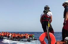 Giải cứu hàng chục người di cư vượt eo biển Manche từ Pháp sang Anh