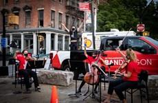 Mỹ: Dàn giao hưởng trở thành nghệ sỹ đường phố giữa dịch bệnh COVID-19