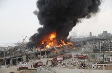 Hình ảnh vụ cháy lớn tại cảng Beirut gây khói đen đặc kín bầu trời