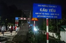 Nghệ An: Va chạm với xe máy, ôtô rơi xuống cầu bắc qua sông Giăng