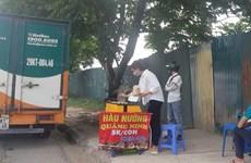Hà Nội: Tràn lan hàu nướng vỉa hè với giá rẻ đến 'giật mình'