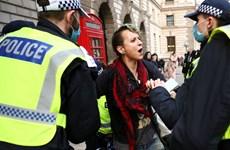 Anh bắt giữ hơn 150 người biểu tình phản đối lệnh phong tỏa