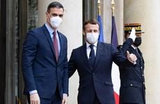Thủ tướng Pháp, Tây Ban Nha cách ly do tiếp xúc với Tổng thống Macron