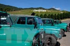 Lâm Đồng yêu cầu tạm dừng xe Uaz chở khách lên đỉnh Lang Biang