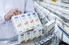 Vinamilk mở hàng năm mới với lô hàng lớn sữa hạt, sữa đặc xuất sang TQ