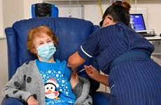 Số ca mắc COVID-19 tại Anh bắt đầu giảm, tỷ lệ lây nhiễm vẫn cao