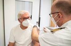 Tổng thống Đức được tiêm mũi vaccine AstraZeneca đầu tiên