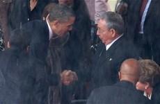 Cái bắt tay lịch sử trong lễ tang cố Tổng thống Mandela