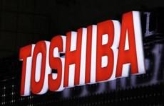 Lợi nhuận ròng của Toshiba giảm mạnh, Canon tăng nhẹ