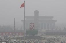Sương mù, khói bụi làm tê liệt giao thông ở Trung Quốc