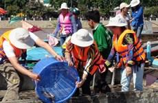 Trà Vinh: Thả gần 1,1 tấn cá giống ra môi trường tự nhiên