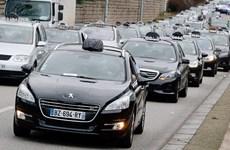Tài xế taxi châu Âu biểu tình phản đối ứng dụng thuê xe Uber