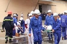 Ba công nhân bỏng hóa chất, hai người thương nặng vì mìn