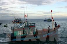 Tặng bộ thiết bị liên lạc trạm bờ cho ngư dân Quảng Nam