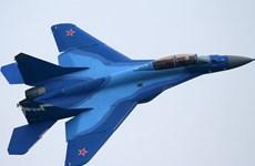 """[Video] Tiêm kích Nga trình diễn khả năng """"làm xiếc"""" trên tàu sân bay"""