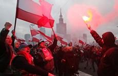 Ba Lan: Hàng chục nghìn người tuần hành, đốt cờ phản đối EU