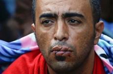 [Photo] Người nhập cư khâu mồm để phản đối việc phân biệt đối xử