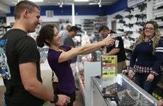 Chính quyền Mỹ quyết tâm siết chặt việc kiểm soát súng đạn