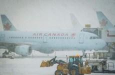 Hàng trăm chuyến bay bị hủy do bão tuyết lớn ở miền Đông Canada