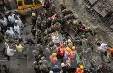 Số nạn nhân trong vụ sập cầu vượt ở Ấn Độ tiếp tục tăng