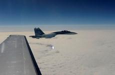 """Lầu Năm Góc: Máy bay trinh sát Mỹ bị Su-27 Nga chặn """"nguy hiểm"""""""