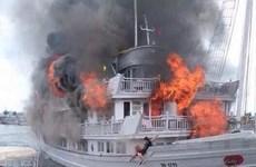 Cháy tàu du lịch tại Quảng Ninh, 37 du khách được cứu kịp thời