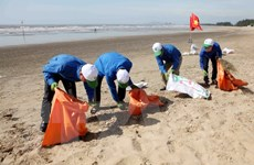 """4.000 thanh niên tham gia chương trình tình nguyện """"Hãy làm sạch biển"""""""