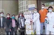 Cộng đồng người Việt tiếp sức nhân viên y tế Séc chống dịch COVID-19
