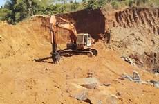 Phú Thọ: Ngang nhiên phá rào dây thép, khai thác cao lanh trái phép