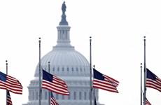 Mỹ treo cờ rủ tưởng niệm các nạn nhân của dịch bệnh COVID-19