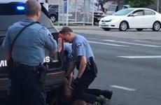 Video cảnh sát Minneapolis kẹp cổ người da màu khiến nạn nhân tử vong