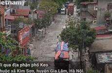 """[Video] Con đường """"hành dân"""" 13 năm chưa thi công xong tại Hà Nội"""