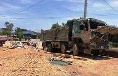 Thanh Hóa: Xe tải lật, đè bẹp xe con làm 3 người tử vong tại chỗ
