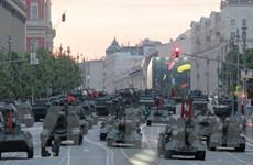 Mãn nhãn với màn diễn tập của tăng thiết giáp trên Quảng trường Đỏ