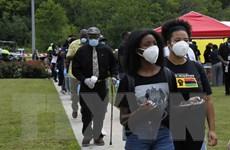 Số ca nhiễm tại bang Texas tăng đột biến, New York mở cửa các bãi biển