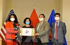 Đại sứ quán Việt Nam tại Mỹ tặng khẩu trang cho thủ đô Washington