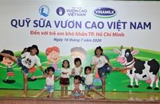 Quỹ sữa Vươn cao Việt Nam và Vinamilk mang niềm vui cho trẻ em TP.HCM