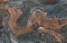 """Sông băng có thể đã """"kiến tạo"""" nên mạng lưới thung lũng trên sao Hỏa"""
