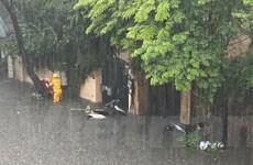 [Photo] Mưa trắng trời, nhiều tuyến phố Hà Nội ngập nặng giờ tan tầm