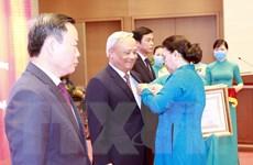 Trao Huân chương Lao động cho các cán bộ lãnh đạo Quốc hội