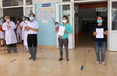 Dịch COVID-19: Hai bệnh nhân đầu tiên ở Quảng Trị được xuất viện