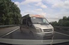 Đánh võng trên cao tốc, tài xế ôtô khách bị phạt hơn 30 triệu đồng