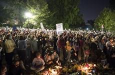 Người dân Mỹ cầu nguyện sau cái chết của biểu tượng công lý RGB