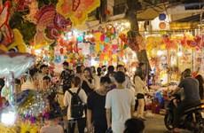 """Hà Nội: Chuyện """"thu phí chụp ảnh"""" tại phố bán đồ Trung Thu Hàng Mã"""