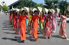 Quảng Ninh khuyến khích phụ nữ mặc áo dài truyền thống tại công sở